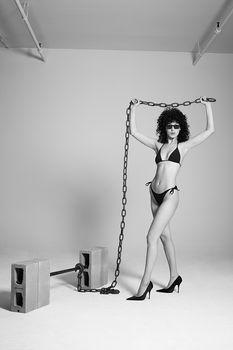 Белла Хадид немного обнажилась для журнала 032c фото #11