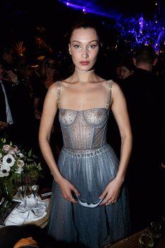 Белла Хадид показала голую грудь на Dior Ball фото #1