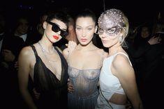 Белла Хадид показала голую грудь на Dior Ball фото #4