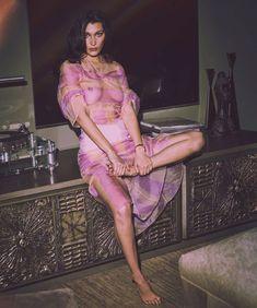 Засвет груди Беллы Хадид в испанском журнале Harper's Bazaar фото #1