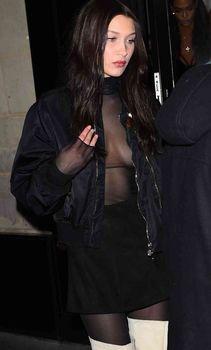 Пышная грудь Беллы Хадид в прозрачном наряде в Париже фото #3
