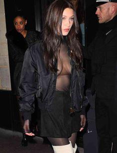 Пышная грудь Беллы Хадид в прозрачном наряде в Париже фото #4