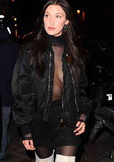 Пышная грудь Беллы Хадид в прозрачном наряде в Париже фото #8
