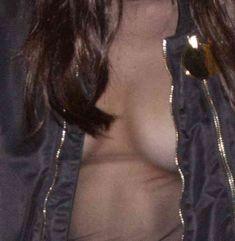 Пышная грудь Беллы Хадид в прозрачном наряде в Париже фото #10