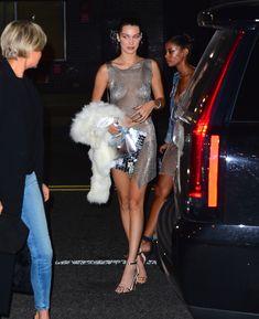 Белла Хадид засветила сиськи на вечеринке в Нью-Йорке фото #11