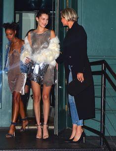 Белла Хадид засветила сиськи на вечеринке в Нью-Йорке фото #15