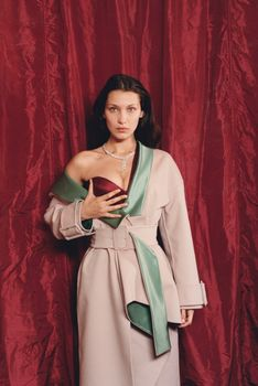 Белла Хадид без лифчика для журнала W фото #2