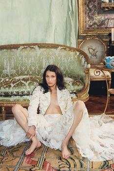Белла Хадид без лифчика для журнала W фото #4
