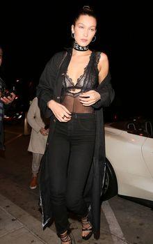 Соски Беллы Хадид под прозрачным платьем в Западном Голливуде фото #2