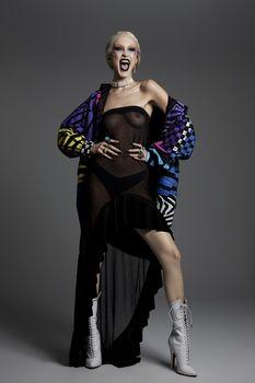 Белла Хадид обнажила грудь в журнале PAPER фото #1