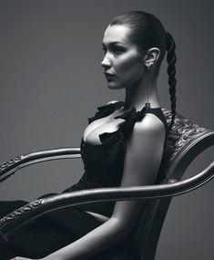 Шикарная грудь Беллы Хадид в журнале Double фото #1