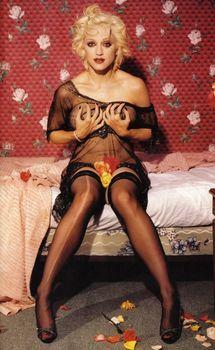 Горячая фотосессия Мадонны для журнала Details фото #3