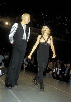 Мадонна показала голую грудь на Fashion Show фото #3