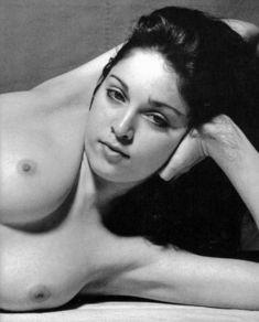 Голая киска Мадонны в откровенной фотосессии фото #2
