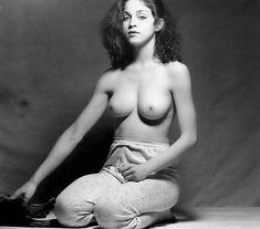 Голая киска Мадонны в откровенной фотосессии фото #3