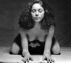 Голая киска Мадонны в откровенной фотосессии фото #9