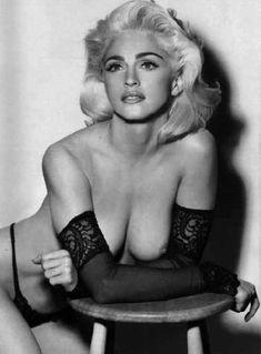 Мадонна с голой грудью для журнала LUI фото #1