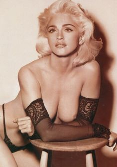 Мадонна с голой грудью для журнала LUI фото #2