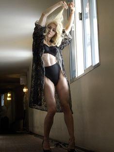 Мадонна позирует в откровенном наряде для журнала W фото #2