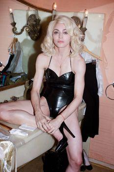 Мадонна позирует в откровенном наряде для журнала W фото #4