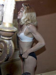Мадонна позирует в откровенном наряде для журнала W фото #5