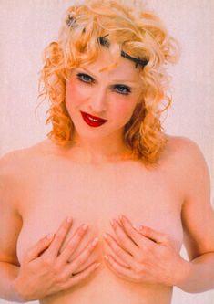 Мадонна позирует топлесс для Empire Magazine фото #1