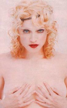 Мадонна позирует топлесс для Empire Magazine фото #2