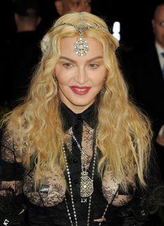 Прозрачное платье Мадонны на Givenchy At Met Gala фото #1