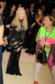 Прозрачное платье Мадонны на Givenchy At Met Gala фото #5