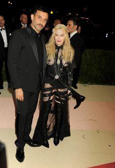 Прозрачное платье Мадонны на Givenchy At Met Gala фото #6