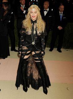 Прозрачное платье Мадонны на Givenchy At Met Gala фото #7