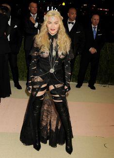 Прозрачное платье Мадонны на Givenchy At Met Gala фото #8