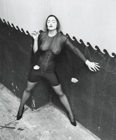 Через прозрачную блузку Мадонны видно голую грудь фото #1
