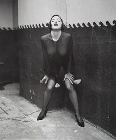 Через прозрачную блузку Мадонны видно голую грудь фото #3