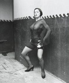 Через прозрачную блузку Мадонны видно голую грудь фото #4