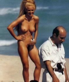 Совершенно голая Мадонна на пляже Майами фото #1