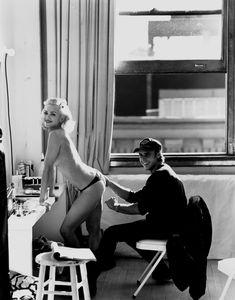 Нежная Мадонна позирует топлесс для Vanity Fair фото #2