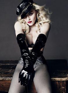 Сочный сосок Мадонны засветился в журнале L'Uomo Vogue фото #1
