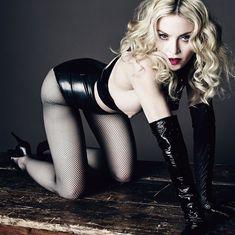 Сочный сосок Мадонны засветился в журнале L'Uomo Vogue фото #2