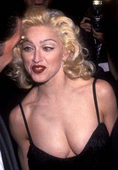 Мадонна в платье с открытым декольте на Tribute to Andrew Lloyd Weber фото #1
