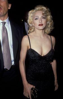 Мадонна в платье с открытым декольте на Tribute to Andrew Lloyd Weber фото #4