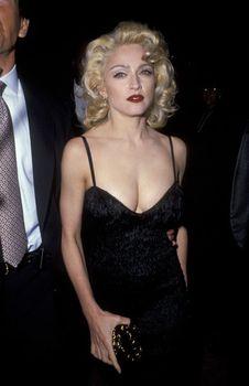 Мадонна в платье с открытым декольте на Tribute to Andrew Lloyd Weber фото #5