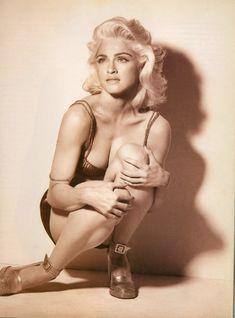 Молодая Мадонна снялась обнажённой для итальянского Vogue фото #6