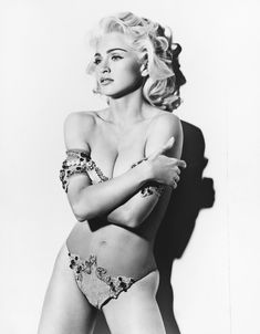 Молодая Мадонна снялась обнажённой для итальянского Vogue фото #9