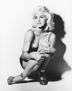 Молодая Мадонна снялась обнажённой для итальянского Vogue фото #12
