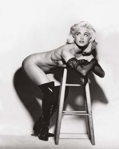 Молодая Мадонна снялась обнажённой для итальянского Vogue фото #14
