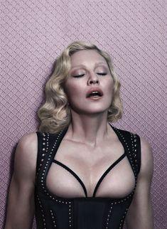 Мадонна оголилась для журнала Interview фото #2