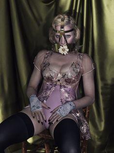 Мадонна оголилась для журнала Interview фото #6