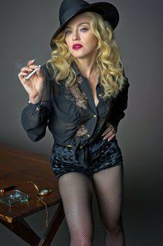 Мадонна продемонстрировала голую грудь для L'Uomo Vogue фото #5