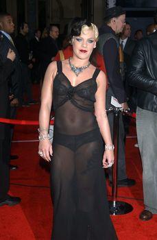 Пинк в прозрачном платье на Annual American Music Awards фото #3
